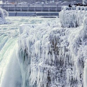 Chiêm Ngưỡng Quang Cảnh Thác Niagara (Ở Biên Giới Mỹ & Canada) Đóng Băng