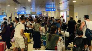 Kinh Nghiệm - Xách đồ hộ ở sân bay, coi chừng thành tội phạm
