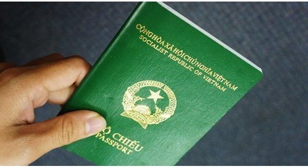 Passport là 1 trong những vật quan trọng cần chuẩn bị khi du lịch Singapore