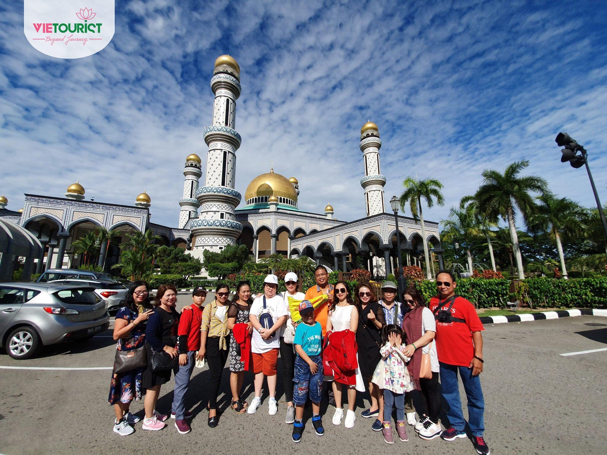 Khách hàng tham gia tour Úc Brunei của Vietourist