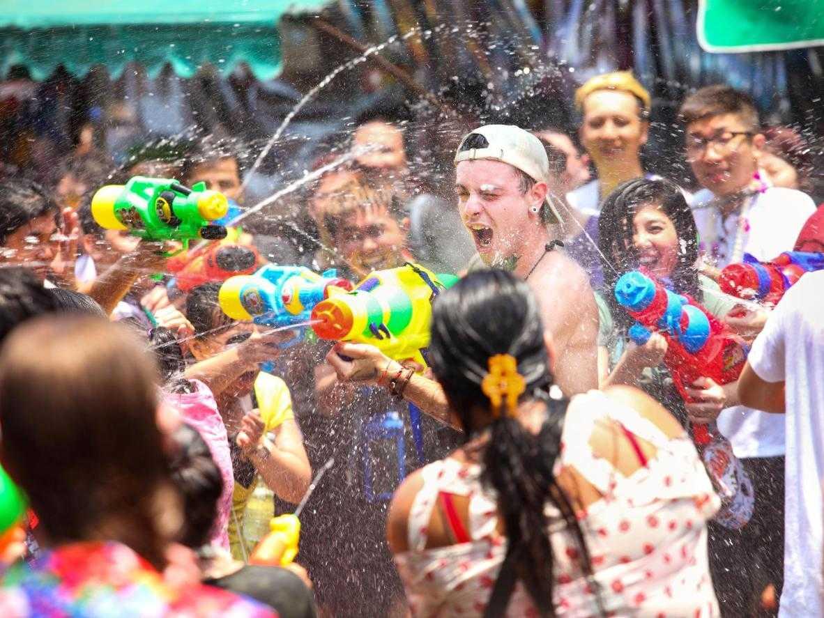 Du lịch Thái Lan mùa nóng tham gia lễ hội té nước Songkran sôi động