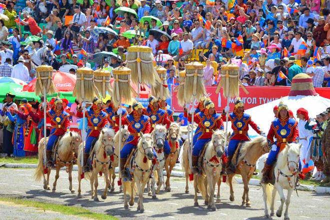 Du lịch Mông Cổ mùa lễ hội Naadam