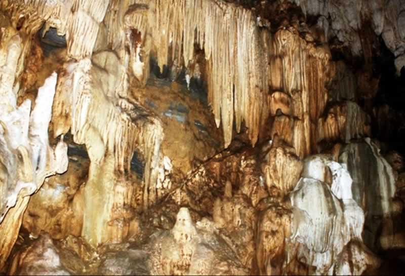 Hang động Tả Phìn với những nhủ đá đặc biệt