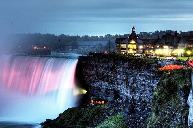 Mùa hè ở Canada nổi bật với địa điểm thác Niagara hùng vĩ