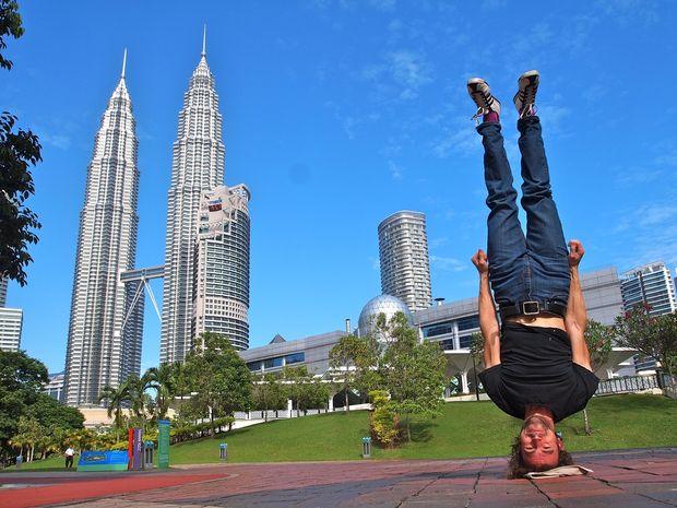 Tháp đôi Pentronas - Du lịch Malaysia giá rẻ Vietourist