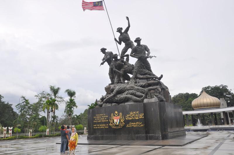 Tượng đài chiến sĩ vô danh - Du lịch Malaysia giá rẻ Vietourist